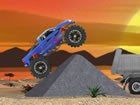 Fahren Sie mit einem 4x4-Monstertruck von der Straße ab. Kontrollieren Si