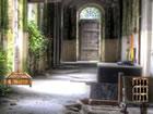 Es scheint, dass Sie in dem alten verlassenen Gebäude verloren sind. Schau