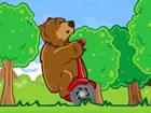 Bär auf einem Roller ist ein lustiges, lustiges und hartes Spiel über