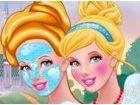 Cinderella kann an den Händen ihrer Stiefmutte...