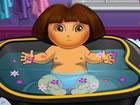 Es ist bald Schlafenszeit für die kleine Entdeckerin in diesem Dora-Badesp