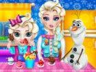 Sieht aus wie Baby Elsa ein riesiges Verlangen nach Süßigkeiten hat und Elsa