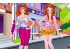 Dieser Spaß Anzieh Spiel Zwillinge, die hübsche Mädchen verkleiden sich Spie