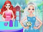Ariel ist eine Modedesignerin für Hochzeitskleider und betreibt einen Hoch