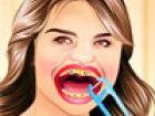 Selena Gomez hat ihr schönes Lächeln wegen ihrer schlechten Zähn