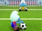 Spiele ein paar Fußball-Elfmeter mit den süßen blauen Schl&uum