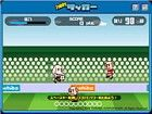 Ein nettes Spiel des Fußballs mit Tobby. Kick ...