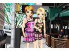 Diese beiden Mädchen wirklich genießen verband sich mit dem Punk Mode-Stil. B