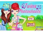 Die Zwillingsschwestern verbringen eine Freude Nachmittag zusammen in einem Par